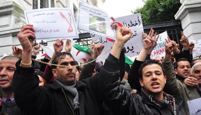 الجزائر.. مظاهرات تهتف ضد السلطة الحاكمة وتطالب بالديمقراطية