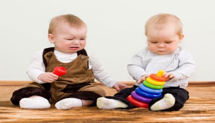 حب التملك عند الأطفال.. مراحل وتدابير