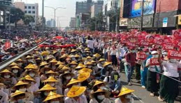 المظاهرات تتصاعد ضد الانقلاب العسكري في ميانمار