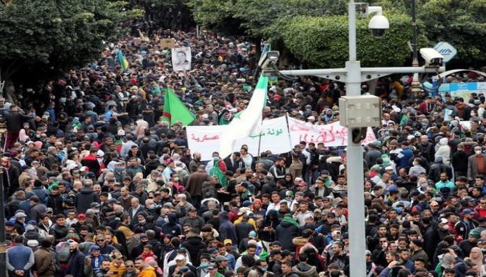 """""""لو فيجارو"""": الحراك الجزائري يعود للشوارع بإصرار أكبر على التغيير"""