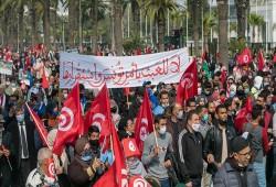 """تونس.. مسيرة حاشدة لـ """"النهضة"""" تطالب بإنهاء الأزمة السياسية"""