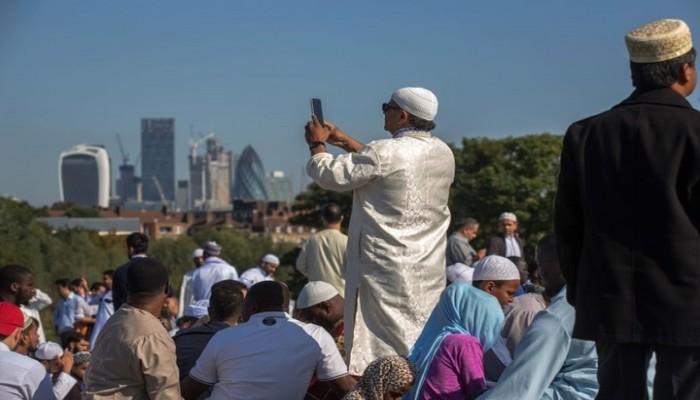 دعوة لتوفير بيئة مريحة للموظفين المسلمين في بريطانيا