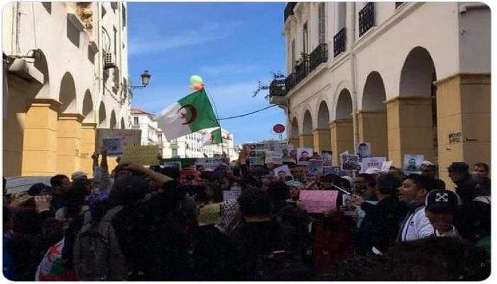 الجزائر.. مسيرة يقودها الطلاب في أول أيام رمضان