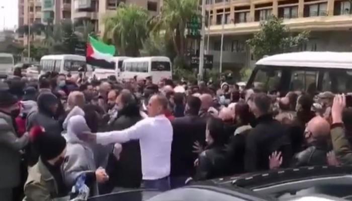 أمن سفارة السلطة بلبنان يعتدي على معتصمين من فلسطينيي سورية