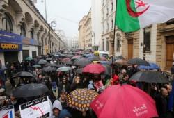 الجزائر.. مسيرات حاشدة في الجمعة الأولى من رمضان تطالب بالتغيير