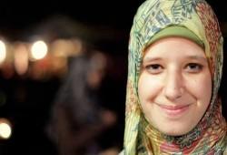 """والدة الشهيدة أسماء البلتاجي تنشر صورتها في """"رابعة"""" ردا على تزييف المذبحة"""