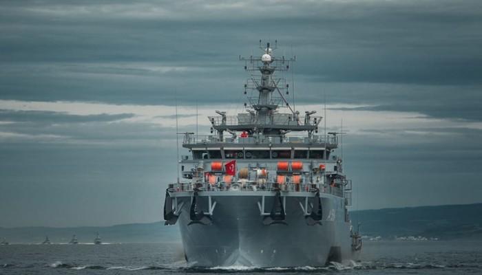 سلاح البحرية التركي يطرد سفينة فرنسية وفرقاطة يونانية