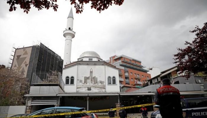 طعن خمسة مصلين داخل مسجد في ألبانيا