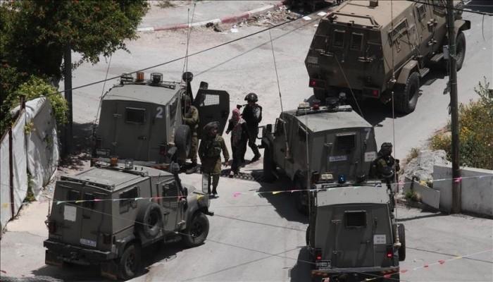 جيش الاحتلال الصهيوني يعتقل صحفيا فلسطينيا وسط الضفة