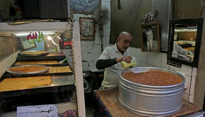 سوء الأحوال الاقتصادية يحرم فقراء الصائمين من حلوى رمضان