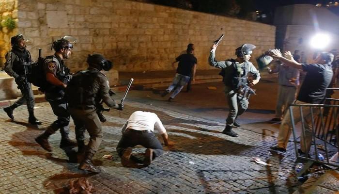 الاحتلال الصهيوني يعتدي على المصلين قرب باب الأسباط بالقدس
