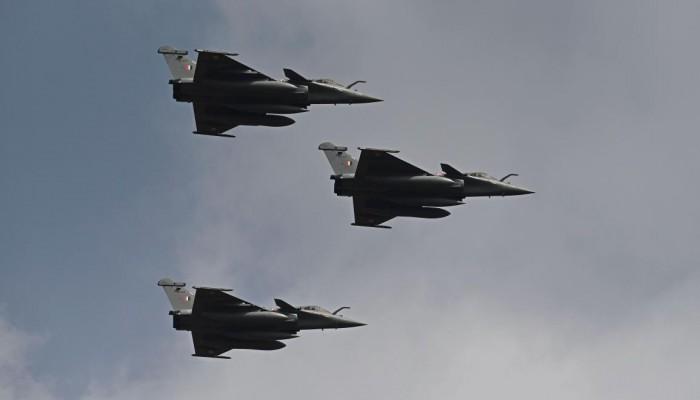 """نشطاء يهاجمون شراء قائد الانقلاب طائرات """"رافال"""" جديدة بـ 4 مليارات يورو"""