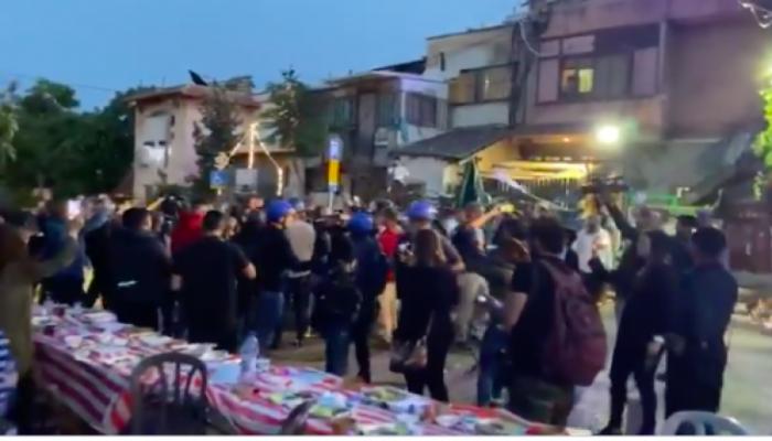 القدس المحتلة..الصهاينة يهاجمون موائد الإفطار في حيّ الشيخ جراح