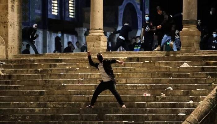 القدس المحتلة.. مواجهات مع الصهاينة واعتقال 3 فلسطينيين في باب العامود
