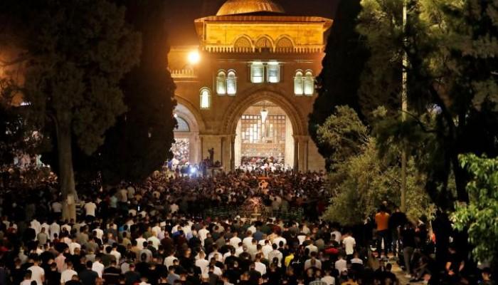 90 ألفا يحيون ليلة الـ27 من رمضان في الأقصى رغم قيود الاحتلال