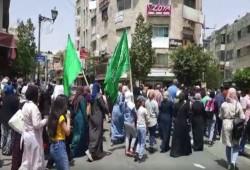 مسيرة وسط رام الله تهتف لكتائب القسام والضيف نصرة للقدس
