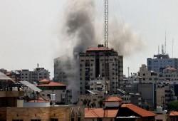 """استشهاد قائدين من """"سرايا القدس"""" ومقاتلين بـ""""كتائب القسام"""" في قصف للعدو"""
