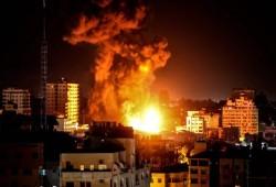 80 غارة للاحتلال على غزة فجر الإثنين والمقاومة تقصف المستوطنات بالصواريخ