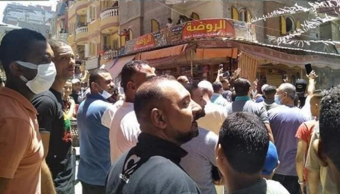 """نيابة الانقلاب تحبس العشرات من أهالي """"عزبة نادي الصيد"""" 15 يوما بتهمة التظاهر!"""
