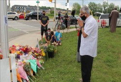 الكنديون يتدفقون على مكان مقتل العائلة المسلمة