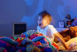 ابني شديد الخوف والفزع.. ماذا أفعل؟