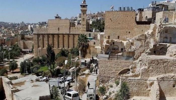 مظاهرة في الخليل ضد منع الصهاينة رفع الأذان