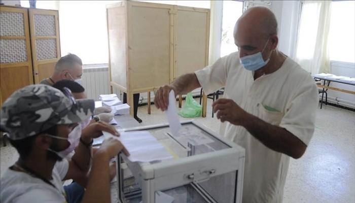 """القره داغي ينتقد """"ازدواجية معايير"""" الإعلام في انتخابات برلمان الجزائر"""