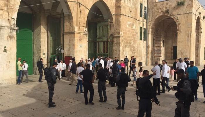 عشرات المستوطنين يقتحمون المسجد الأقصى في حماية قوات الاحتلال