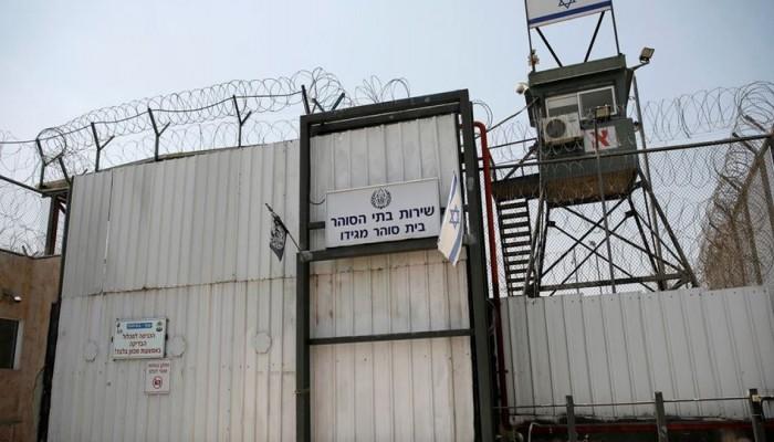 11 أسيرا فلسطينيا يضربون عن الطعام في سجون الاحتلال