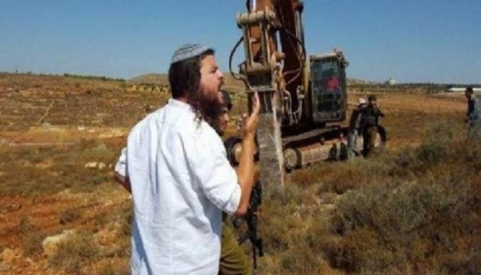 صهاينة يواصلون تجريف أراضي المواطنين بجبل العالم