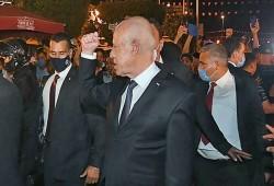 واشنطن بوست: على بايدن وقف انقلاب تونس وإلا ترك الساحة لأعداء الديمقراطية