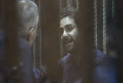 علاء عبدالفتاح يدلي بشهادته حول الانتهاكات داخل سجون الانقلاب: أنا عايش مع الموت