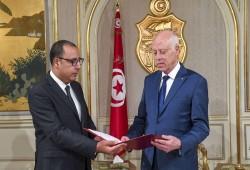 رئيس الوزراء التونسي تعرض للضرب داخل القصر ليلة الانقلاب