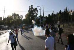 قوات الاحتلال تعتدي على وقفة رافضة لتهجير أهالي الشيخ جراح