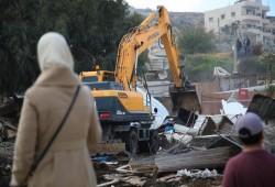الاحتلال يخطر بهدم عمارة في حي البستان