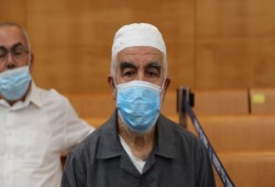 لجنة المتابعة تطالب بوقف التنكيل بالشيخ صلاح بسجون الاحتلال
