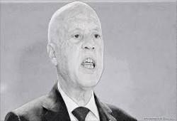 ميديابارت: الذين صفقوا لقيس سعيد باتوا يخشون الانجراف نحو الدكتاتورية
